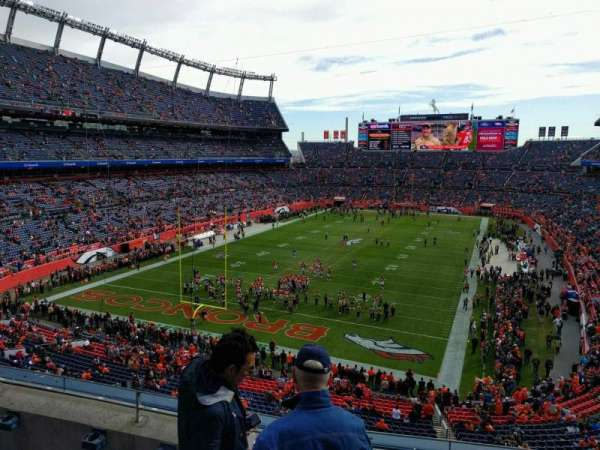 Empower Field at Mile High Stadium, sección: 321, fila: 4, asiento: 3