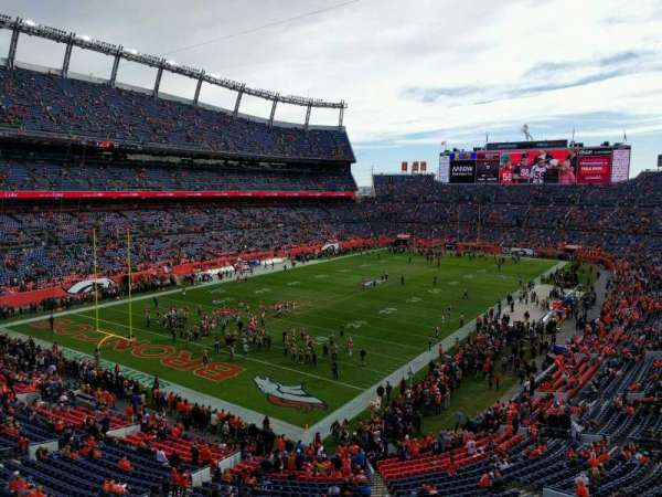 Empower Field at Mile High Stadium, sección: 319, fila: 1, asiento: 6