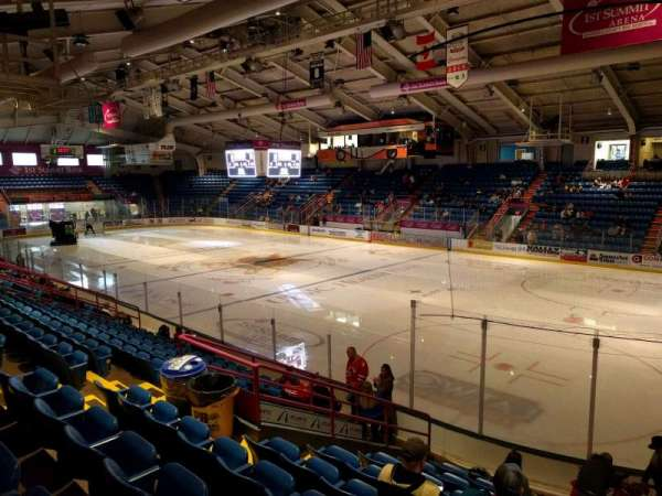 1st Summit Arena, sección: 17, fila: j, asiento: 10