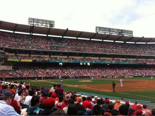 Angel Stadium, sección: F128, fila: L, asiento: 7