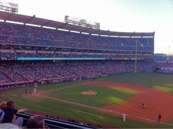 Angel Stadium, sección: C337, fila: D, asiento: 9