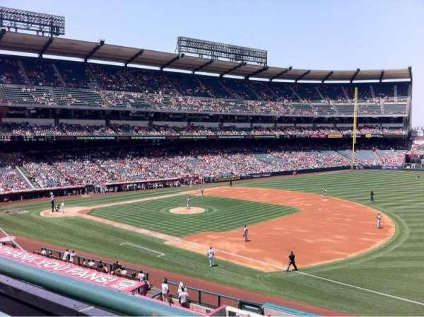 Angel Stadium, sección: C339, fila: A, asiento: 10