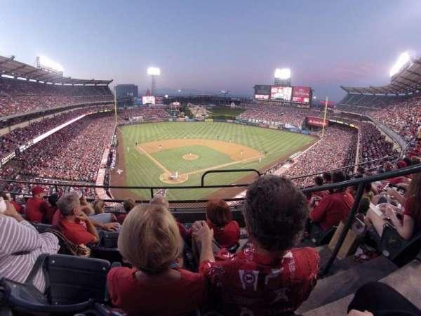 Angel Stadium, sección: V420, fila: D, asiento: 15