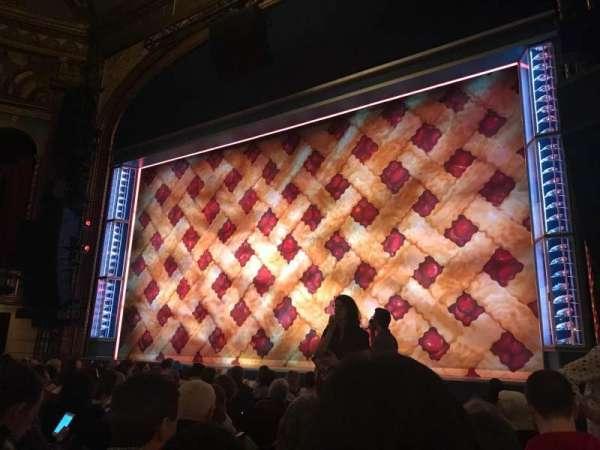 Brooks Atkinson Theatre, sección: Orch R, fila: H, asiento: 10