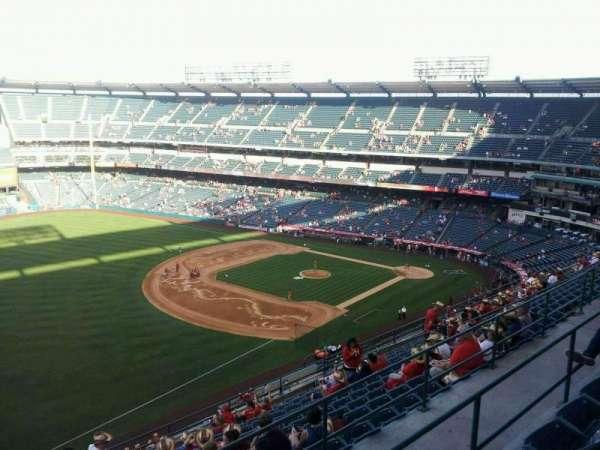 Angel Stadium, sección: V509, fila: C, asiento: 1