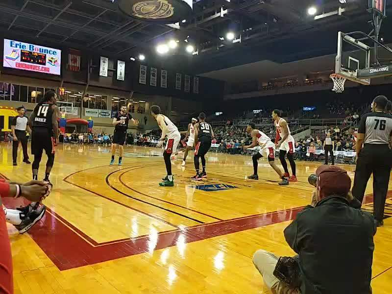 Erie Insurance Arena, sección: COURTW, fila: CRTW, asiento: 25
