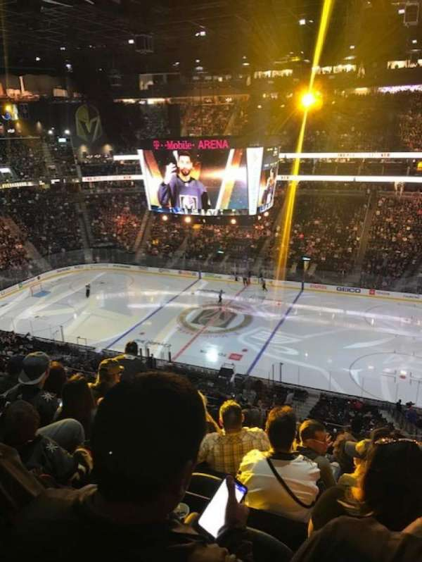 T-Mobile Arena, sección: 207, fila: J, asiento: 7