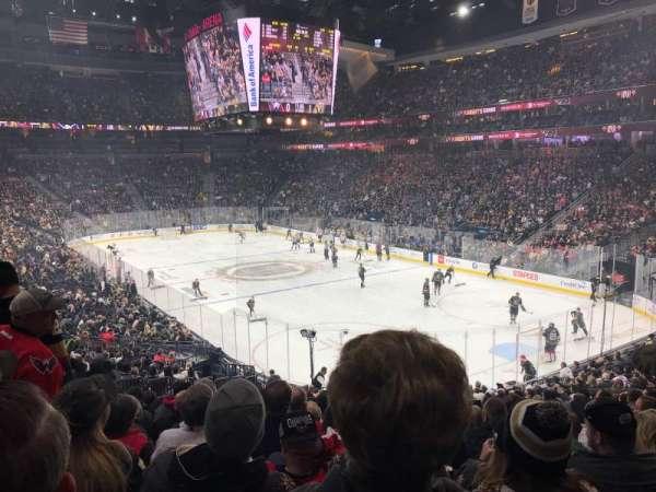 T-Mobile Arena, sección: 19, fila: W, asiento: 9