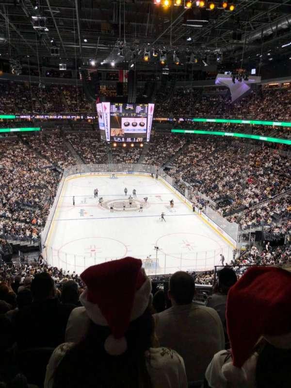 T-Mobile Arena, sección: 120, fila: L, asiento: 13