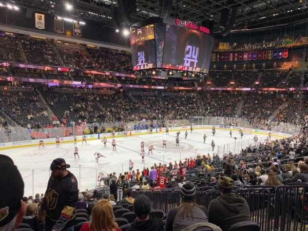 T-Mobile Arena, sección: 13, fila: V, asiento: 19