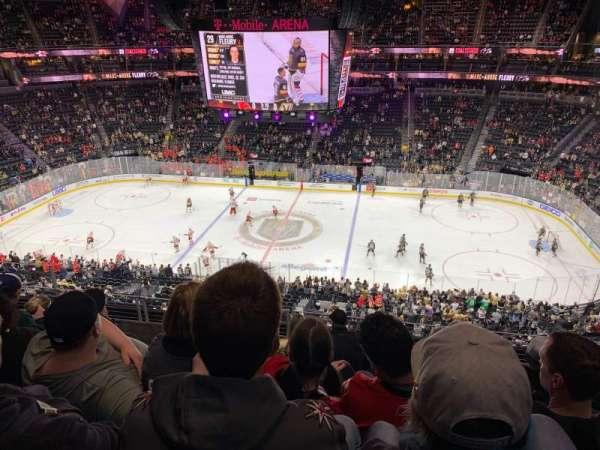 T-Mobile Arena, sección: 224, fila: F, asiento: 10