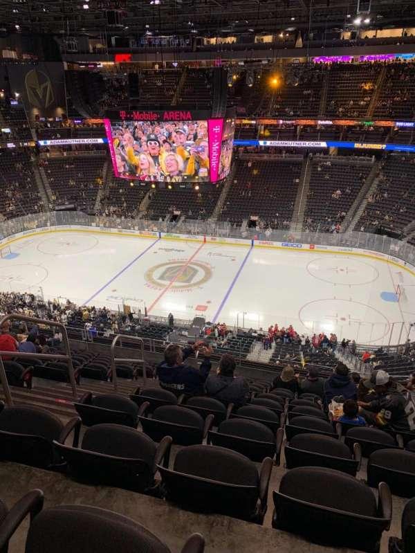 T-Mobile Arena, sección: 207, fila: L, asiento: 5