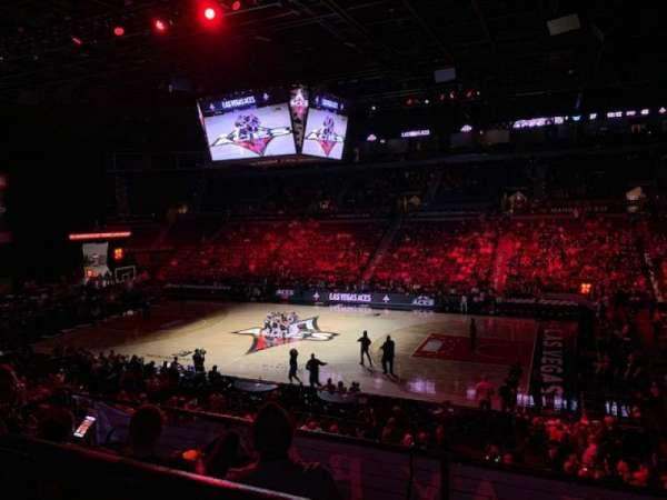 Mandalay Bay Events Center, sección: 208, fila: A, asiento: 6