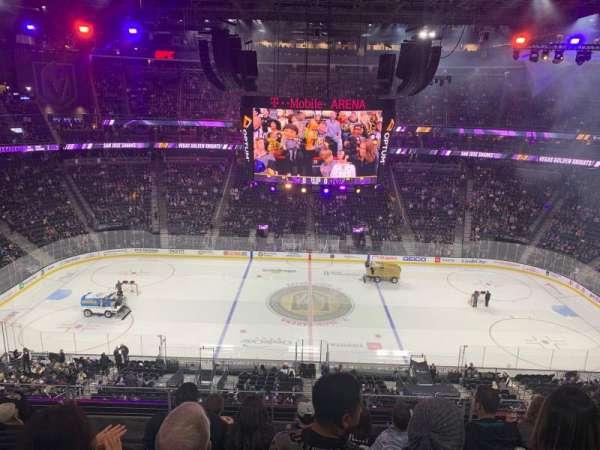 T-Mobile Arena, sección: 205, fila: F, asiento: 9