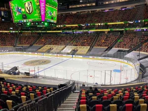 T-Mobile Arena, sección: 8, fila: U, asiento: 1