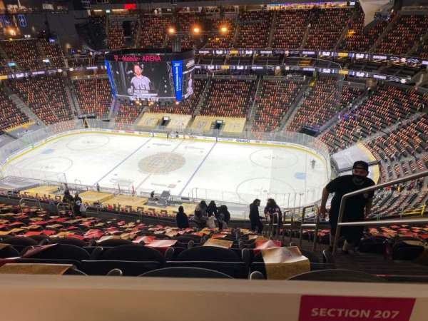 T-Mobile Arena, sección: 207, fila: TT