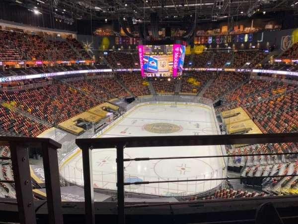 T-Mobile Arena, sección: 215, fila: A, asiento: 8