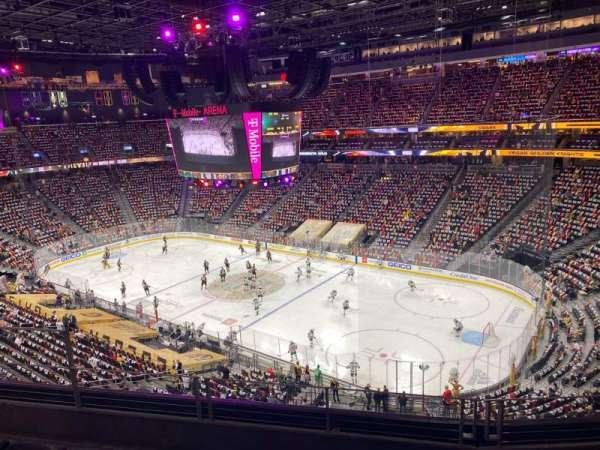 T-Mobile Arena, sección: 209, fila: D, asiento: 6