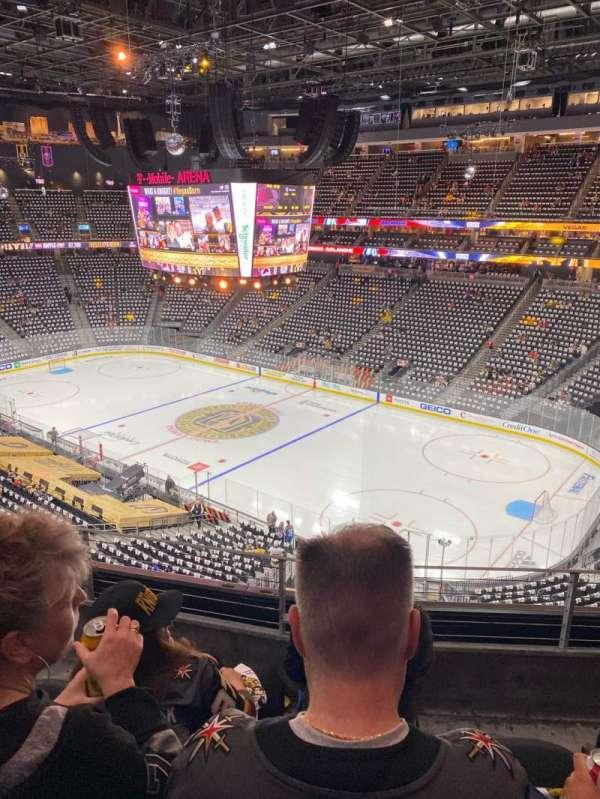T-Mobile Arena, sección: 209, fila: C, asiento: 8