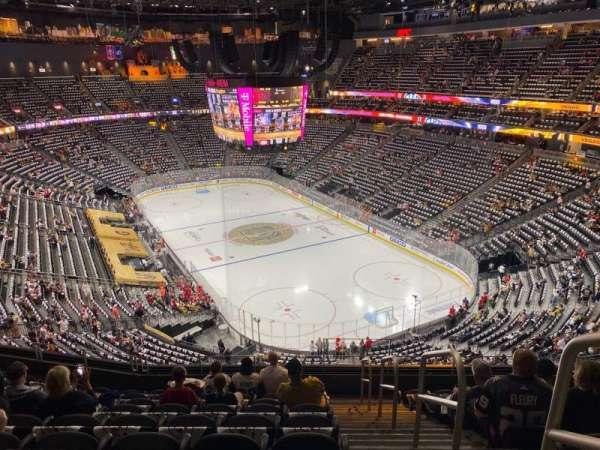 T-Mobile Arena, sección: 211, fila: J, asiento: 17