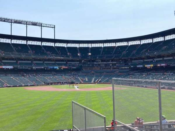 Oriole Park at Camden Yards, sección: CENTER, fila: FIELD, asiento: SRO