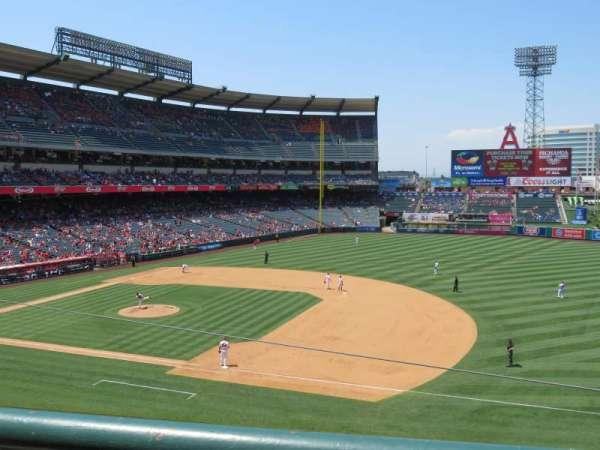 Angel Stadium, sección: C337, fila: A, asiento: 10