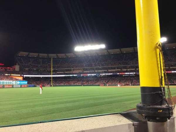 Angel Stadium, sección: F103, fila: A, asiento: 5