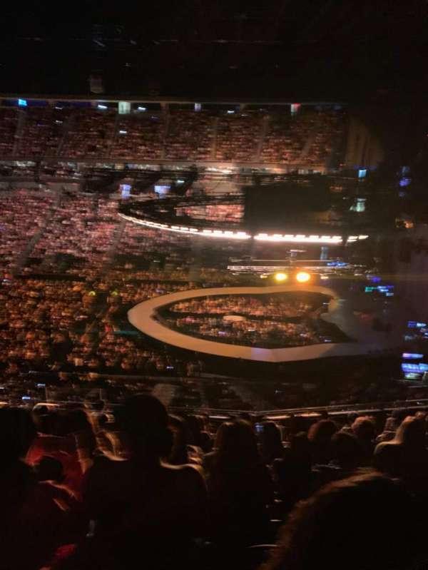 T-Mobile Arena, sección: 225, fila: K, asiento: 25