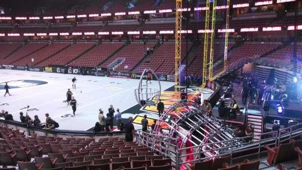 Honda Center, sección: 218, fila: S, asiento: 8