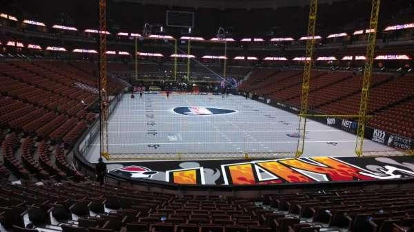 Honda Center, sección: 202, fila: S, asiento: 8
