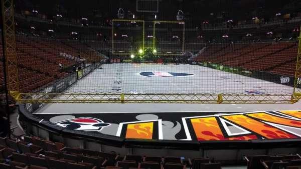 Honda Center, sección: 202, fila: J, asiento: 8