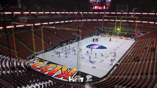 Honda Center, sección: 440, fila: B, asiento: 8