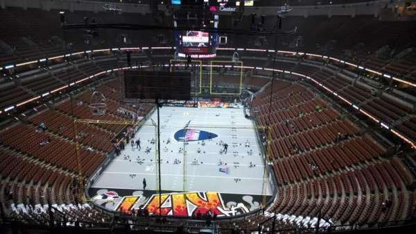 Honda Center, sección: 444, fila: N, asiento: 8