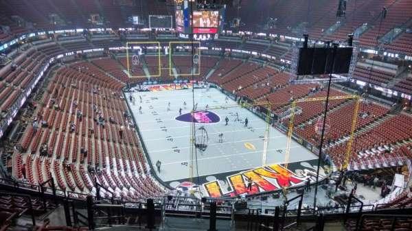 Honda Center, sección: 425, fila: M, asiento: 8