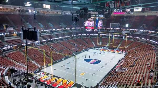 Honda Center, sección: 420, fila: M, asiento: 8