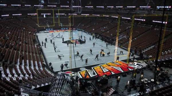 Honda Center, sección: 426, fila: M, asiento: 8