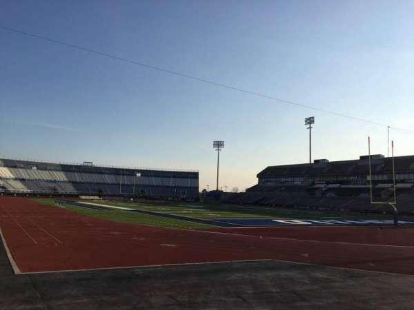 UB Stadium, sección: 120, fila: A, asiento: 4