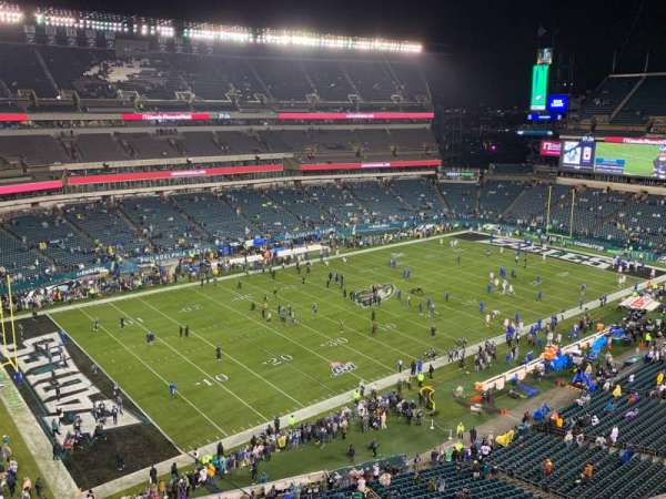 Lincoln Financial Field, sección: 220, fila: 3, asiento: 14