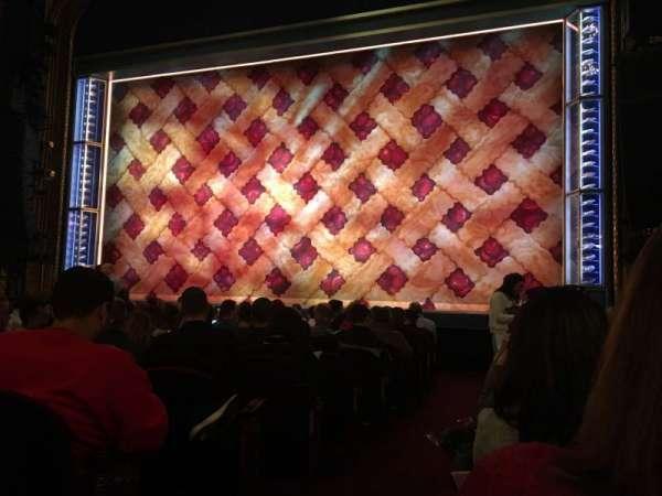 Brooks Atkinson Theatre, sección: Orchestra R, fila: K, asiento: 2