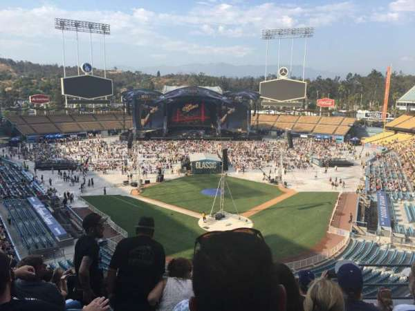 Dodger Stadium, sección: 3rs, fila: H, asiento: 6