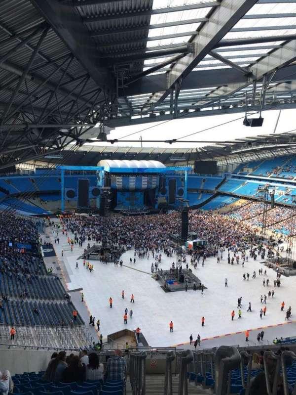 Etihad Stadium (Manchester), sección: 318, fila: AA, asiento: 516