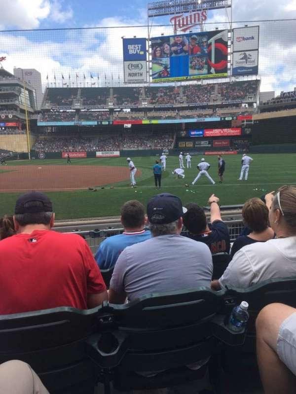 Target Field, sección: 2, fila: 8, asiento: 6