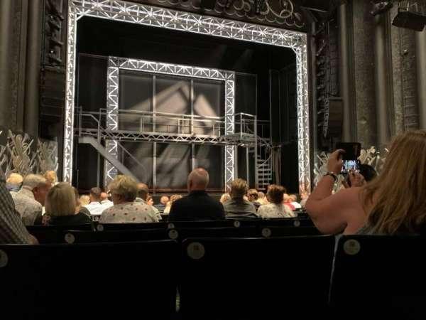 Trafalgar Theatre, sección: Stalls, fila: L, asiento: 20