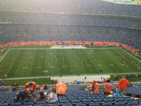 Empower Field at Mile High Stadium, sección: 537, fila: 30, asiento: 9