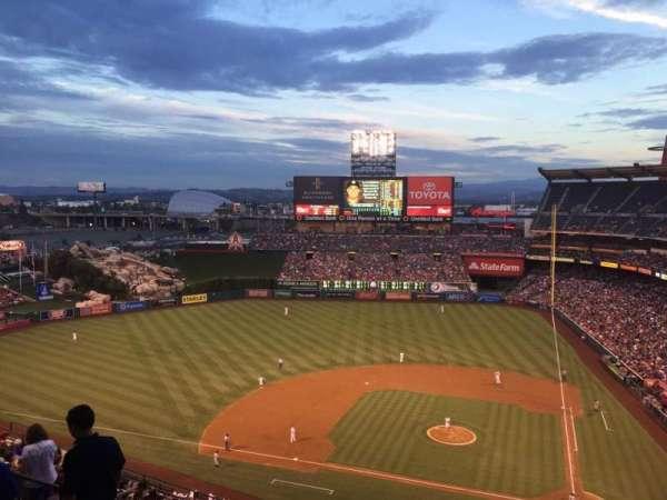 Angel Stadium, sección: V516, fila: C, asiento: 5
