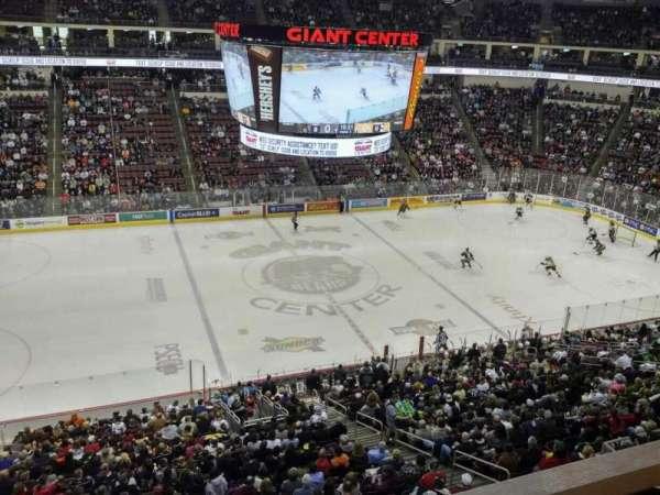Giant Center, sección: 219, fila: A, asiento: 10