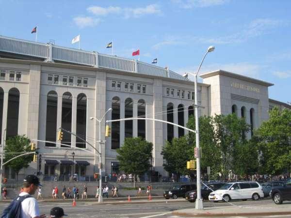 Yankee Stadium, sección: exterior