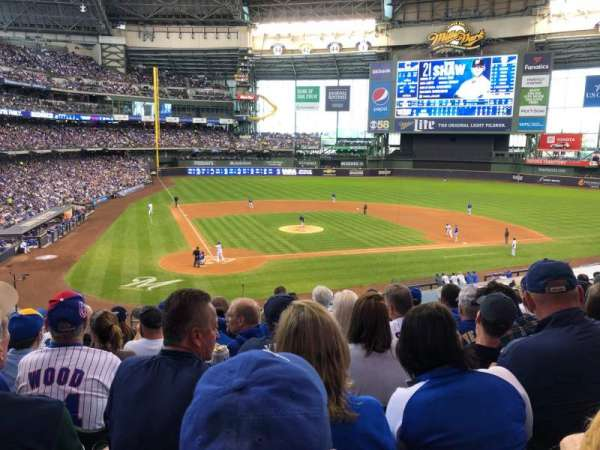 American Family Field, sección: 216, fila: 9, asiento: 8