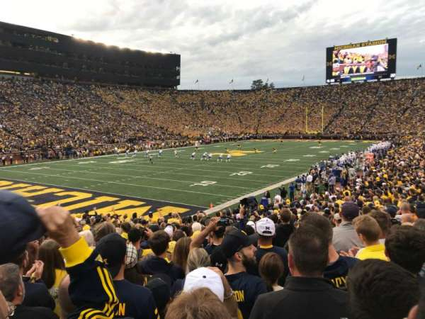 Michigan Stadium, sección: 8, fila: 25, asiento: 13
