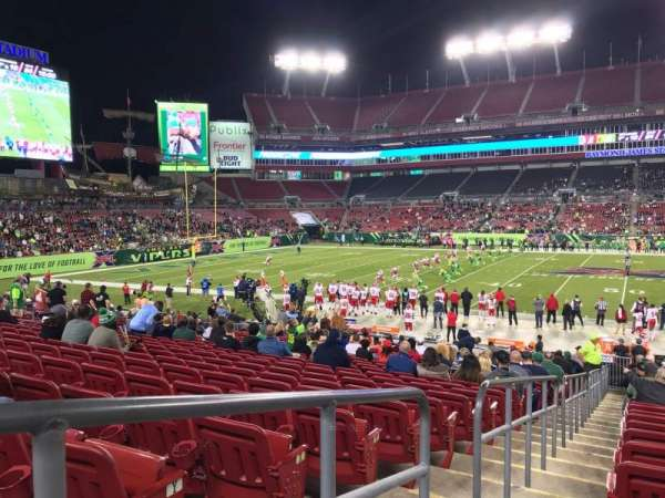 Raymond James Stadium, sección: 111, fila: AA, asiento: 1